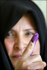 Iraq_woman_i_voted_finger_2